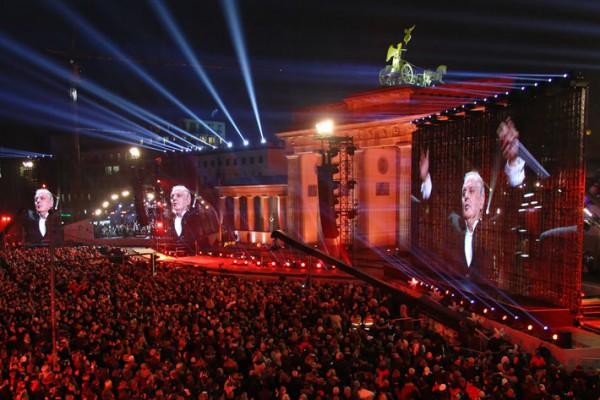 25 Jahre Mauerfall – Bühneninszenierung am Brandenburger Tor
