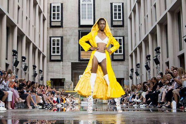 Runway-Show von Marina Hoermanseder auf dem Berliner Modesalon