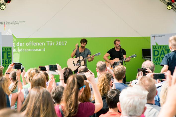 Tag der offenen Tür im Bundespresseamt 2017: Auftritt von Max Giesinger und Begleitmusikern.
