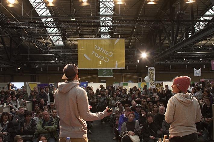 Berlin Travel Festival 2018: Blick von der Bühne ins Publikum während eines Vortrages zweier Speaker.