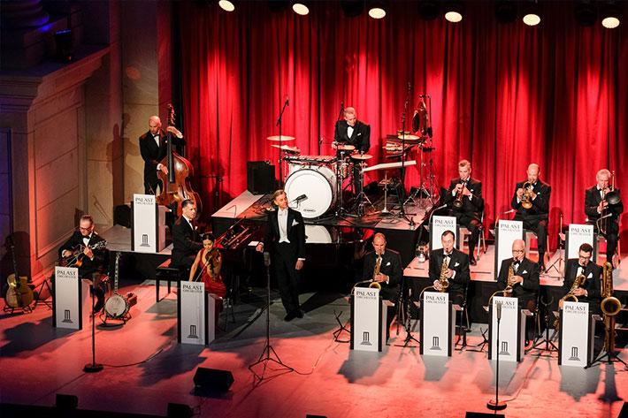 Festakt 20 Jahre BKM im Humboldtforum Auftritt des Palastorchesters mit Max Raabe.